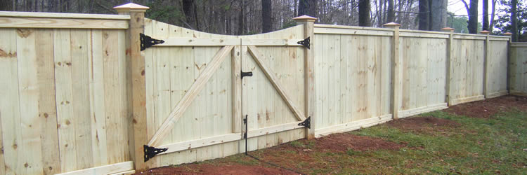 Milwaukee Fence Builders - Cedar Fences - Vinyl Fences - Composite Fences - Pressure Treated Fences